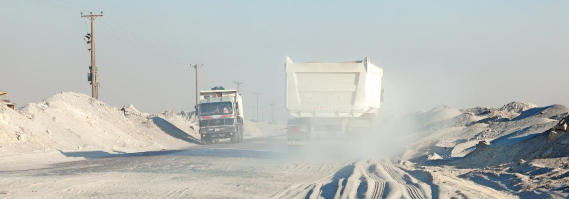 trucks kuwait desert dust