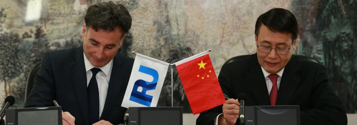Umberto de Pretto signing MoU with China Customs