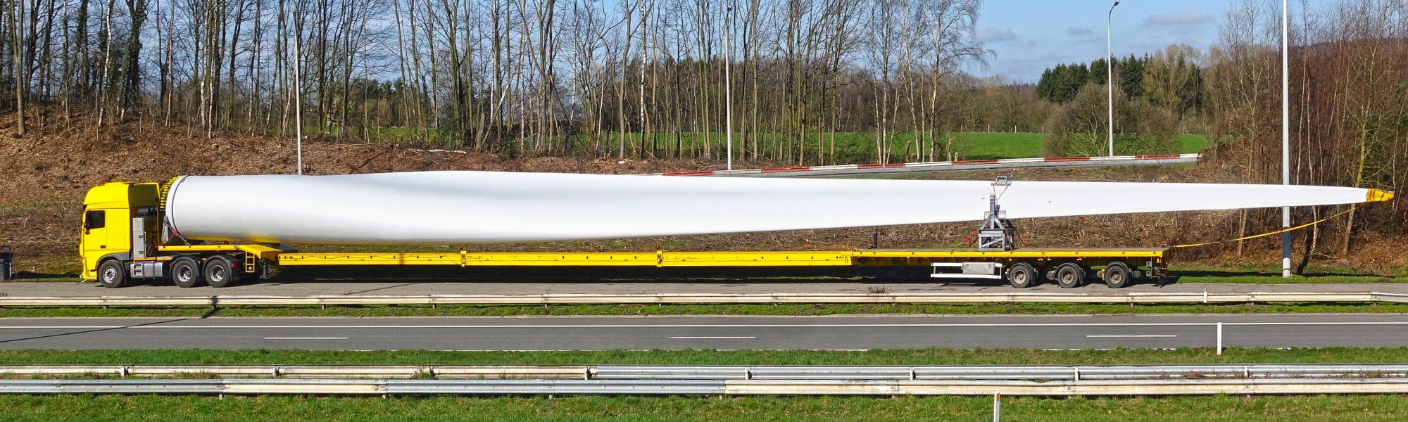 Truck transporting rotor blade fro wind power plant