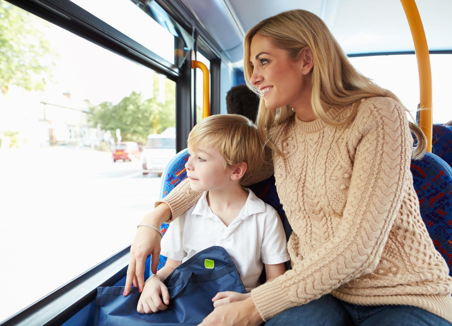 С мамой в автобусе